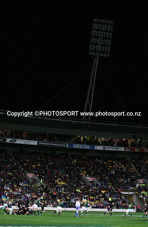 Play continues after one of the stadium lights goes out. Philips Tri Nations, All Blacks vs South Africa, Westpac Stadium, Wellington, New Zealand, Saturday 5 July 2008. Photo: John Cowpland/PHOTOSPORT