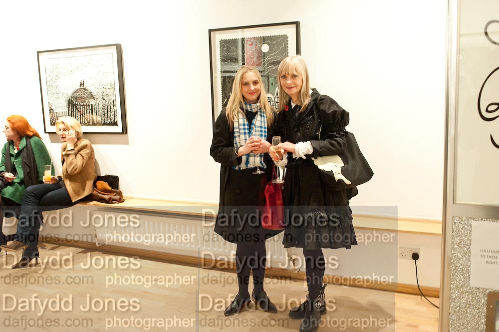 DAISY DE VILLENEUVE; JAN DE VILLENEUVE, Lulu Guinness And Rob Ryan Fan Bag - Launch Party. Air Gallery. London. 10 November 2010.  -DO NOT ARCHIVE-© Copyright Photograph by Dafydd Jones. 248 Clapham Rd. London SW9 0PZ. Tel 0207 820 0771. www.dafjones.com.