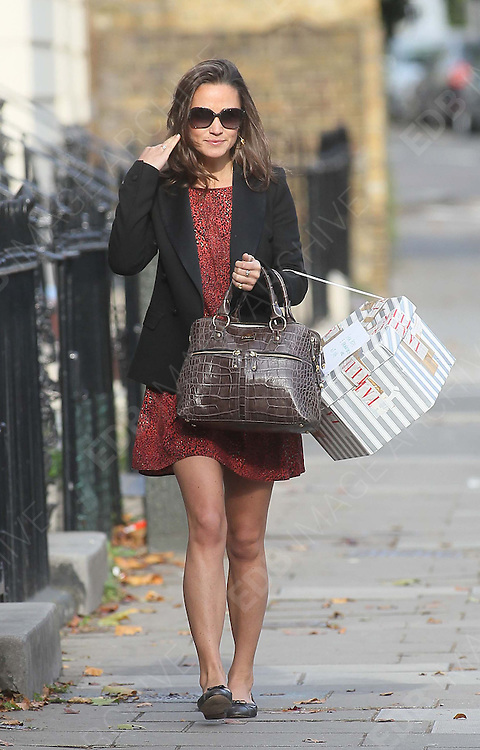06.OCTOBER.2011. LONDON<br /> <br /> PIPPA MIDDLETON OUT AND ABOUT IN NOTTING HILL, LONDON<br /> <br /> BYLINE: EDBIMAGEARCHIVE.COM<br /> <br /> *THIS IMAGE IS STRICTLY FOR UK NEWSPAPERS AND MAGAZINES ONLY*<br /> *FOR WORLD WIDE SALES AND WEB USE PLEASE CONTACT EDBIMAGEARCHIVE - 0208 954 5968*