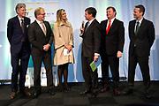 Koningin Maxima bij een seminar over duurzaamheid bij EY te Amsterdam. Tijdens dit evenement neemt zij de derde publicatie van de Dutch Sustainable Growth Coalition - DSGC in ontvangst<br /> <br /> Queen Maxima at a seminar on sustainability at EY Amsterdam. During this event she receives the third publication of the Dutch Sustainable Growth Coalition - DSGC<br /> <br /> Op de foto / On the photo: <br /> <br />  Marcel van Loo van EY, Hans de Boer, voorzitter VNO-NCW, koning Maxima, Jan Peter Balkenende, voorzitter van de Dutch Sustainable Growth Coalition, Feike Sijbesma, CEO DSM, en Ton Buchner, CEO AkzoNobel