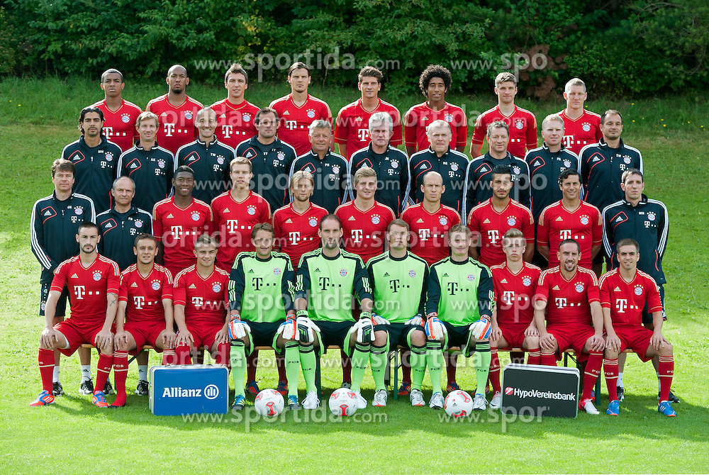 30.07.2012, Saebener Strasse, Muenchen, GER, 1. FBL, FC Bayern Muenchen, Fototermin, im Bild Obere Reihe von links:, Luiz GUSTAVO, Jerome BOATENG, Mario MANDZUKIC, Daniel VAN BUYTEN, Mario GOMEZ, DANTE, Thomas MUELLER, Bastian SCHWEINSTEIGER, 3.Reihe von links:, Fitnesstrainer Marcelo MARTINS, Fitness- und Rehatrainer Andreas KORNMAYER, Fitness- und Rehatrainer Thomas WILHEMI, Torwarttrainer Toni TAPALOVIC, Assistenztrainer Peter HERMANN, Cheftrainer Jupp HEYNCKES, Assistenztrainer Herman GERLAND, Physiotherapeut Gianni BIANCHI, Physiotherapeut Florian GOETTL, Physiotherapeut Stephan WEICKERT. 2.Reihe von links:, Physiotherapeut Gerry HOFFMANN, Physiotherapeut, Fredi BINDER, David ALABA, Holger BADSTUBER, Anatoliy TYMOSHCHUK, Toni KROOS, Arjen ROBBEN, Emre CAN, Claudio PIZARRO, Video- und Leistungsanalyst Michael NIEMEYER., Vordere Reihe von links:, Diego CONTENTO, RAFINHA, Xherdan SHAQIRI, Torwart Maximilian RIEDMUELLER, Torwart Tom STARKE, Torwart Manuel NEUER, Torwart Lukas RAEDER, Mitchell WEISER, Franck RIBERY, Philipp LAHM, (alle FC Bayern Muenchen) // during the official Team Photo Call of the German Bundesliga Club Fc Bayern Munich at the Saebener Street, Munich, Germany on 2012/07/30 . EXPA Pictures © 2012, PhotoCredit: EXPA/ Eibner/ Wolfgang Stuetzle..***** ATTENTION - OUT OF GER *****