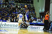 DESCRIZIONE : Sassari Lega A 2012-13 Dinamo Sassari Lenovo Cant&ugrave; Quarti di finale Play Off gara 1<br /> GIOCATORE : Joe Ragland<br /> CATEGORIA : Tiro<br /> SQUADRA : Lenovo Cant&ugrave;<br /> EVENTO : Campionato Lega A 2012-2013 Quarti di finale Play Off gara 1<br /> GARA : Dinamo Sassari Lenovo Cant&ugrave; Quarti di finale Play Off gara 1<br /> DATA : 09/05/2013<br /> SPORT : Pallacanestro <br /> AUTORE : Agenzia Ciamillo-Castoria/M.Turrini<br /> Galleria : Lega Basket A 2012-2013  <br /> Fotonotizia : Sassari Lega A 2012-13 Dinamo Sassari Lenovo Cant&ugrave; Play Off Gara 1<br /> Predefinita :