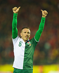 BRUSSELS, BELGIUM - Tuesday, October 15, 2013: Wales' Craig Bellamy waves to the supporters after playing his last ever international for his country, a 1-1 draw with Belgium, during the 2014 FIFA World Cup Brazil Qualifying Group A match at the Koning Boudewijnstadion. (Pic by David Rawcliffe/Propaganda)