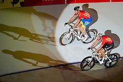 06-01-2012 WIELRENNEN: RABOBANK ZESDAAGSE: ROTTERDAM<br /> (L-R) Jens Mouris, Franco Marvulli SUI tijdens de voorstelronde<br /> (c)2012-FotoHoogendoorn.nl / Peter Schalk