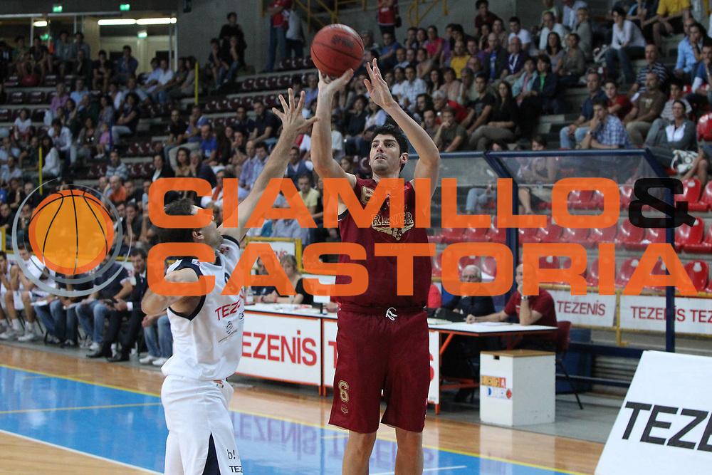 DESCRIZIONE : Verona Lega Basket A2 2011-12 Tezenis Verona Umana Venezia<br /> GIOCATORE : Marco Allegretti<br /> SQUADRA : Tezenis Verona Umana Venezia <br /> EVENTO : Coppa Italia Lega A2 Ottavi di Finale 2011-2012<br /> GARA : Tezenis Verona Umana Venezia <br /> DATA : 22/09/2011<br /> CATEGORIA : Tiro<br /> SPORT : Pallacanestro <br /> AUTORE : Agenzia Ciamillo-Castoria/G.Contessa<br /> Galleria : Lega Basket A2 2011-2012 <br /> Fotonotizia : Verona Lega A2 2011-12 Tezenis Verona Umana Venezia<br /> Predefinita :