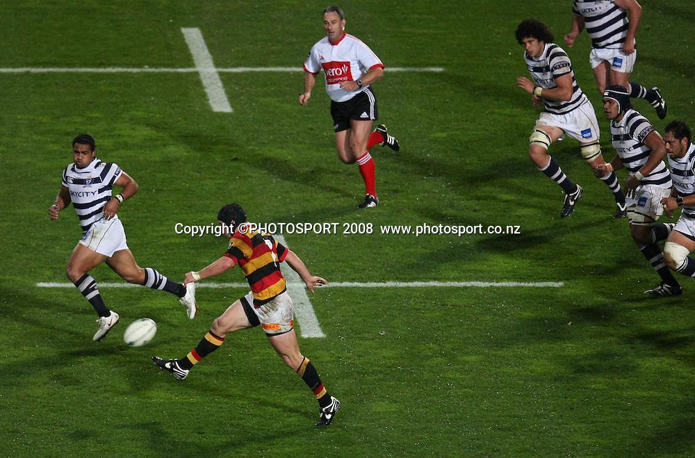 Waikato's Tom Harding kicks. Air NZ Cup, Waikato v Auckland, Waikato Stadium, Hamilton, Saturday 30 August 2008. Waikato won 34-13. Photo: Stephen Barker/PHOTOSPORT