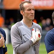NLD/Rotterdam/20060604 - Vriendschappelijke wedstrijd Nederland - Australie, keeper Mark Schwarzer (1) luisteren met de hand op het hart naar hun volkslied
