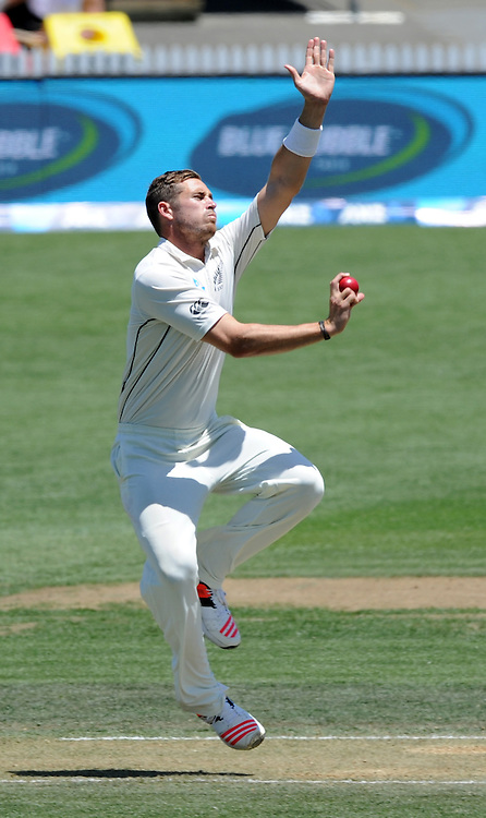 New Zealand's Tim Southee bowls against Sri Lanka on day three of the second International Cricket Test, Seddon Park, Hamilton, New Zealand, Sunday, December 20, 2015. Credit:SNPA / Ross Setford