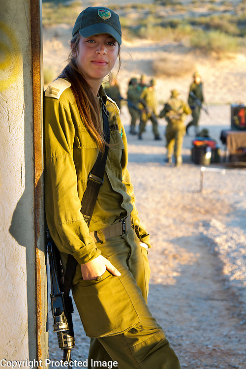 Female Israeli commander poses during field exercise week. Photography by Debbie Zimelman, Modiin, Israel
