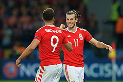 LILLE, FRANCE - Friday, July 1, 2016: Wales' Gareth Bale congratulates goal scorer Hal Robson-Kanu after the second goal during the UEFA Euro 2016 Championship Quarter-Final match against Belgium at the Stade Pierre Mauroy. (Pic by Paul Greenwood/Propaganda)