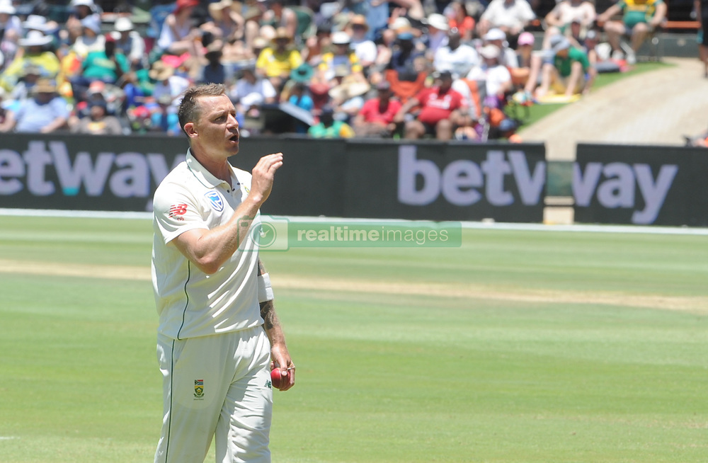Pretoria 26-12-18. The 1st of three 5 day cricket Tests, South Africa vs Pakistan at SuperSport Park, Centurion. Day 1. South African bowler Dale Steyn ask some spectators to move from a side screen. <br /> Picture: Karen Sandison/African News Agency(ANA)