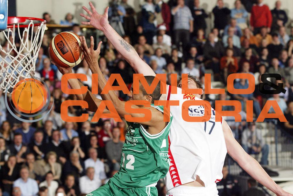 DESCRIZIONE : Biella Lega A1 2005-06 Angelico Biella Benetton Treviso<br /> GIOCATORE : Nicholas<br /> SQUADRA : Benetton Treviso<br /> EVENTO : Campionato Lega A1 2005-2006<br /> GARA : Angelico Biella Benetton Treviso<br /> DATA : 12/02/2006<br /> CATEGORIA : Tiro<br /> SPORT : Pallacanestro<br /> AUTORE : Agenzia Ciamillo-Castoria/G.Cottini<br /> Galleria : Lega Basket A1 2005-2006<br /> Fotonotizia : Biella Campionato Italiano Lega A1 2005-2006 Angelico Biella Benetton Treviso<br /> Predefinita : Si