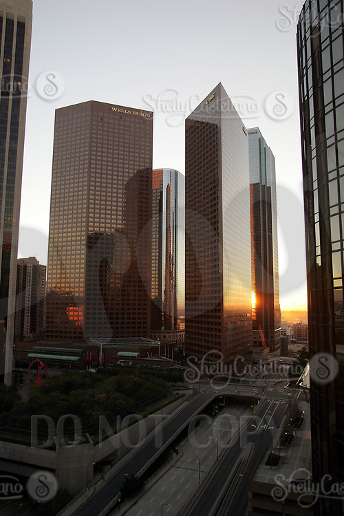Jan 15, 2005; Los Angeles, CA, USA; Downtown Los Angeles city scape. Tall building skyscrapers reflect the winter early morning light. No traffic on the streets.  Scenic view of downtown LA skyline from inside the city. Wells Fargo Building, KPMG and others.  Mandatory Credit: Photo by Shelly Castellano/ZUMA Press.