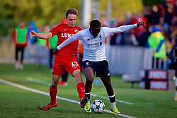 MOSCOW, RUSSIA - Tuesday, September 26, 2017: Liverpool's Bobby Adekanye and Spartak Moscow's Petr Volodkin during the UEFA Youth League Group E match between Liverpool and Spartak Moscow FC at the Spartak Academy. (Pic by David Rawcliffe/Propaganda)