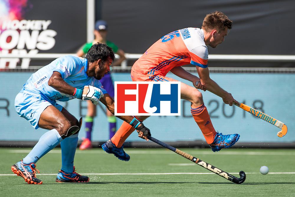 BREDA - Thierry Brinkman (Ned) met Simranjeet Singh (Ind.)  tijdens Nederland- India bij  de Hockey Champions Trophy.  COPYRIGHT KOEN SUYK