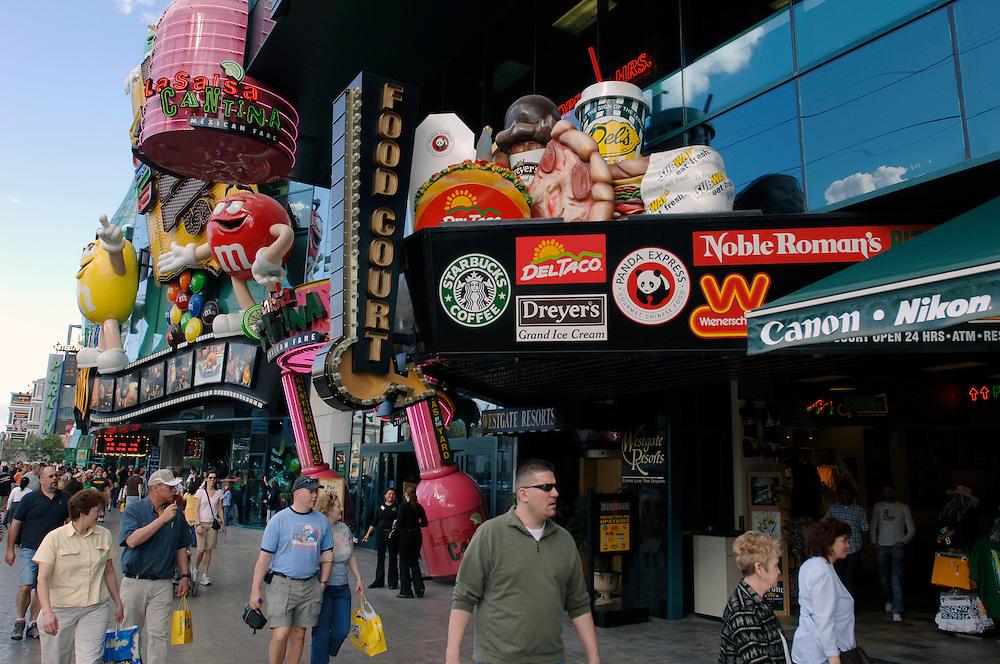 USA Nevada Las Vegas Las Vegas Boulevard   The Strip Nachtleben shopping Touristen Tourismus (Farbtechnik sRGB 34.74 MByte vorhanden) Geography / Travel .