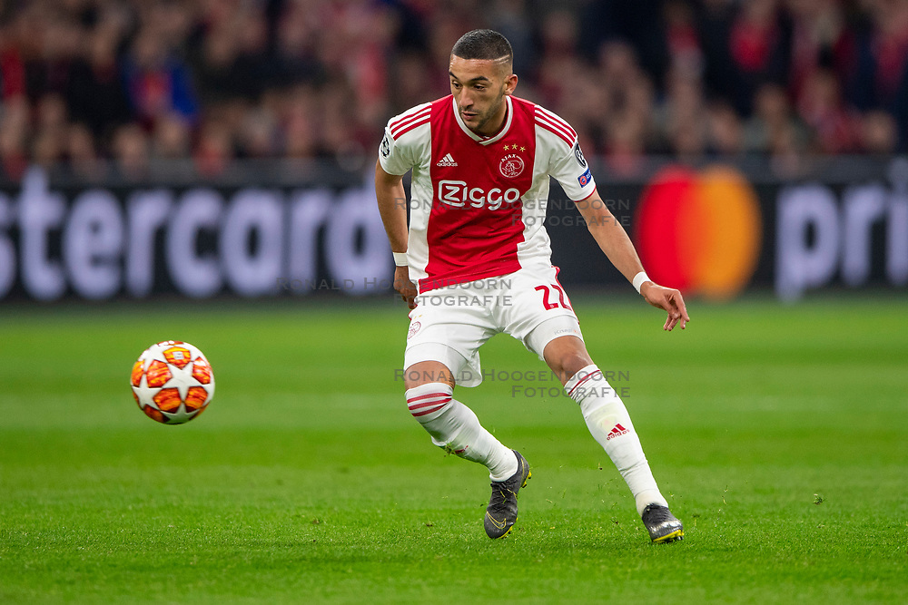 10-04-2019 NED: Champions League AFC Ajax - Juventus,  Amsterdam<br /> Round of 8, 1st leg / Ajax plays the first match 1-1 against Juventus during the UEFA Champions League first leg quarter-final football match / Hakim Ziyech #22 of Ajax