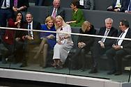 Julia Klöckner mit Nichte Theresa , Johanna Wanka (CDU) und Horst Seehofer (CSU)   bei der Wahl der Bundeskanzlerin im Bundestag in Berlin. / 14032018,DEU,Deutschland,Berlin