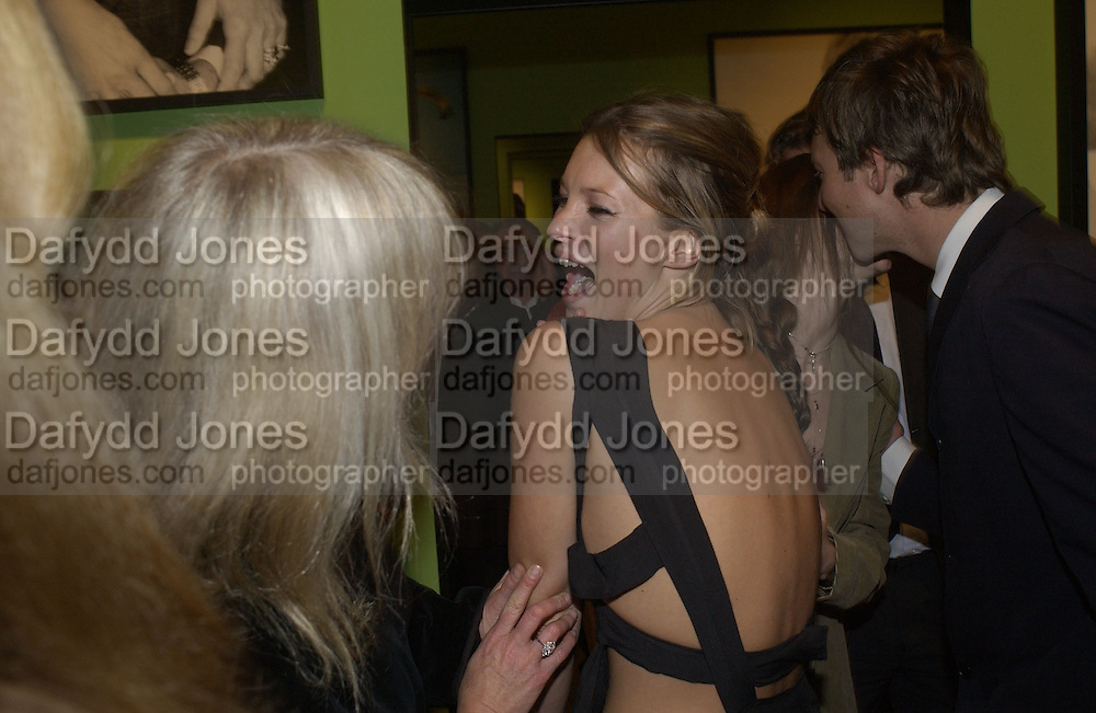 Kate Moss. Mario Testino portraits. National Portrait Gallery. 29/1/02 © Copyright Photograph by Dafydd Jones 66 Stockwell Park Rd. London SW9 0DA Tel 020 7733 0108 www.dafjones.com