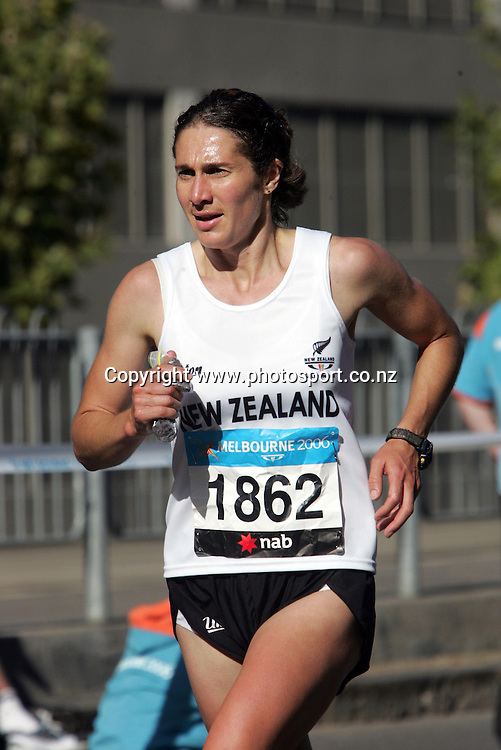 New Zealand's Rebecca Moore runs through the streets of Melbourne during the Women's Marathon at the XV111 Commonwealth Games,Melbourne ,Australia.Saturday, March 19,2006.Photo:Joe Mann/PHOTOSPORT. *** Local Caption *** Womens Marathon