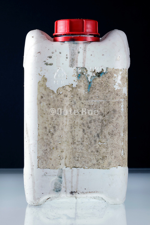 a white plastic canister dirty with glue of the lost label
