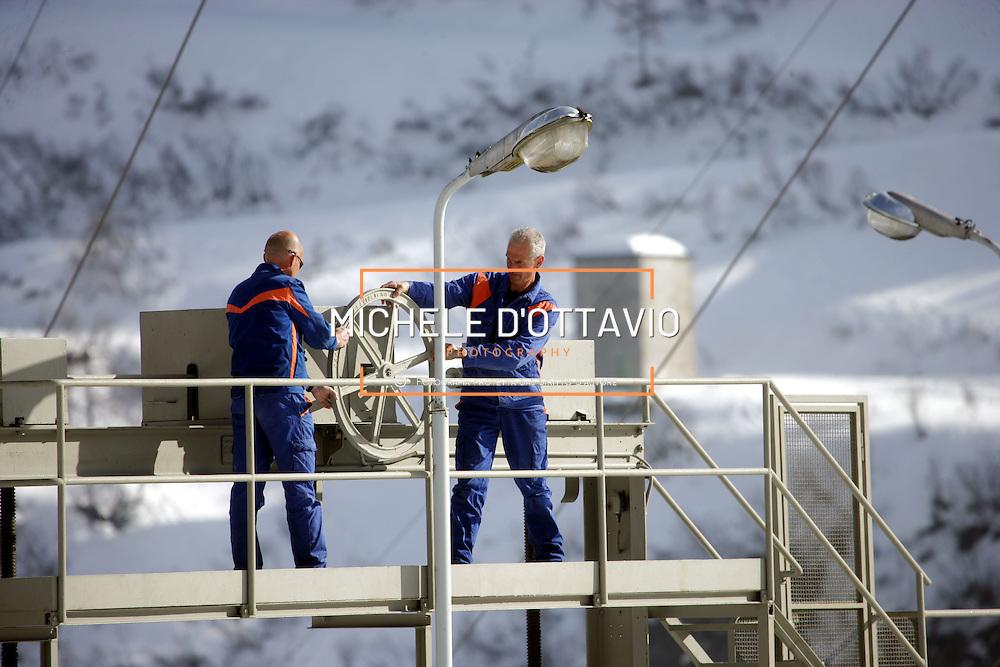 Diga di Morasco, in alta  Val Formazza, centrale idroelettrica dell'ENEL  Nella foto i guardiani della diga ZANOLA Stefano e SCAGLIA Alessandro