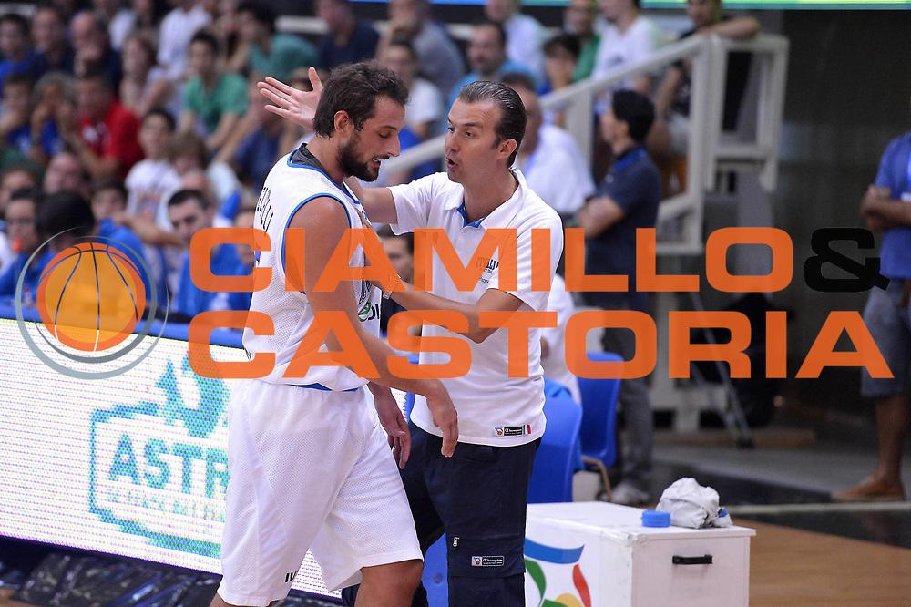 DESCRIZIONE : Trento Basket Cup 2013 Italia Israele<br /> GIOCATORE : Pianigiani- Belinelli<br /> CATEGORIA : Fairplay<br /> SQUADRA : Nazionale Italia Uomini Maschile<br /> EVENTO : Trento Basket Cup 2013 Italia Israele<br /> GARA : Italia Israele<br /> DATA : 08/08/2013<br /> SPORT : Pallacanestro<br /> AUTORE : Agenzia Ciamillo-Castoria/GiulioCiamillo<br /> Galleria : FIP Nazionali 2013<br /> Fotonotizia : Trento Basket Cup 2013 Italia Israele<br /> Predefinita :