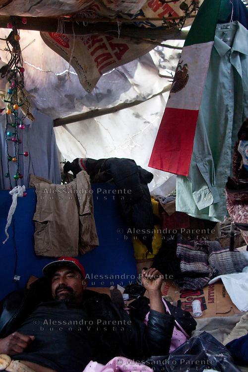 Tijuana 2015<br /> Interior of a &quot;&ntilde;ongo&quot; a migrant house made by scarce resources, mainly garbage.<br /> <br /> Un interno delle capanne improvvisate a fianco della frontiera. Il cosidetto &quot;bordo&quot;.