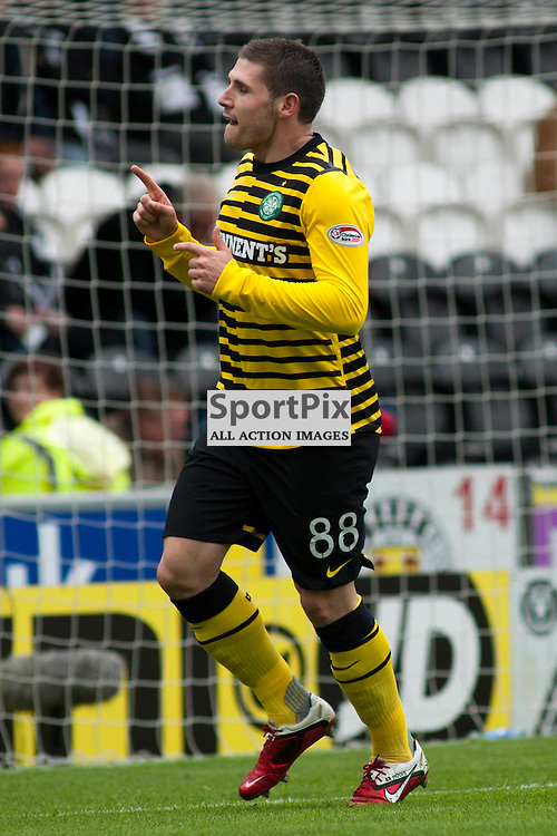 Gary Hooper celebrate putting his side 2 up ,St Mirren v Celtic, Scottish Premier League