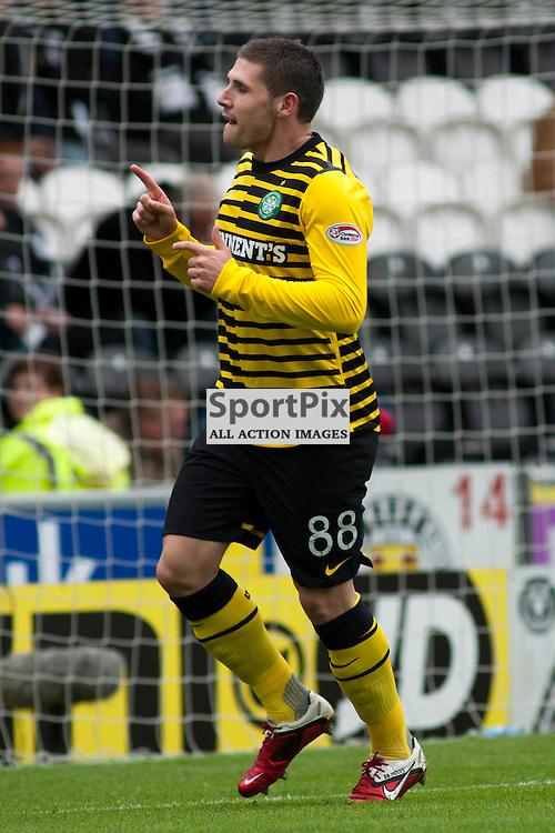 Gary Hooper celebrate putting his side 2 up ,St Mirren v Celtic, Scottish Premier League