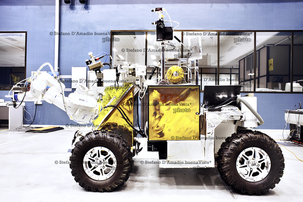 Centauro robot antropomorfo (EGP-Robot)<br /> <br /> Centauro robot anthropomorphous (EGP-Robot)