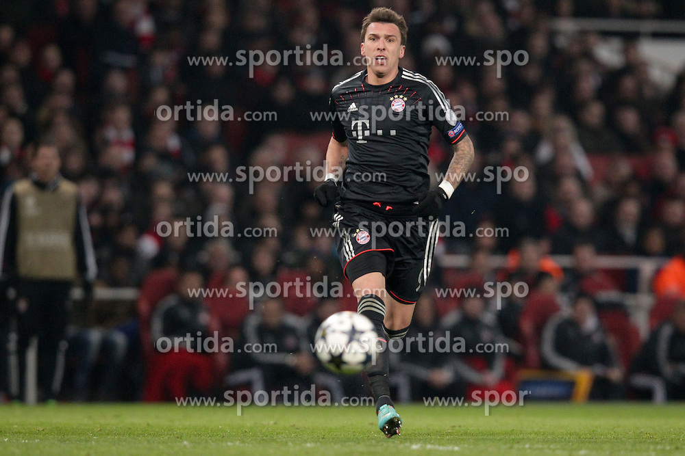 19.02.2013, Emirates Stadion, London, ENG, UEFA Champions League, FC Arsenal vs FC Bayern Muenchen, Achtelfinale Hinspiel, im Bild Mario MANDZUKIC (FC Bayern Muenchen - 9) schaut dem Ball hinterher - Freisteller // during the UEFA Champions League last sixteen first leg match between Arsenal FC and FC Bayern Munich at the Emirates Stadium, London, Great Britain on 2013/02/19. EXPA Pictures © 2013, PhotoCredit: EXPA/ Eibner/ Ben Majerus..***** ATTENTION - OUT OF GER *****