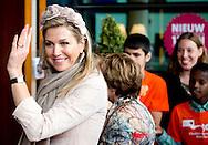 13-5-2014 - ZWOLLE - Koningin Máxima in theater De Spiegel in Zwolle de Symfonie voor Angsthazen en Durfals bij. De voorstelling wordt uitgevoerd door Het Nederlands Symfonieorkest in samenwerking met kinderen uit asielzoekerscentra en kinderen van basisscholen in Overijssel. COPYRIGHT ROBIN UTRECHT