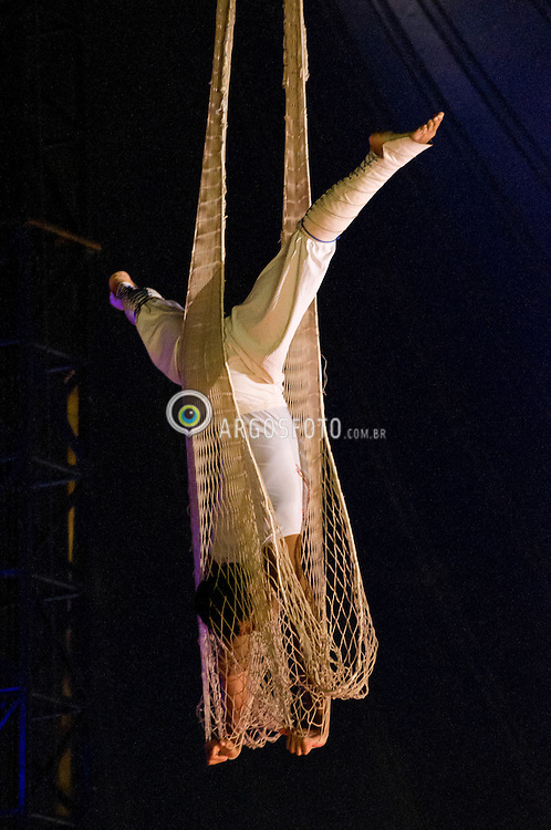 Performarce de circo // trapeze training, Brazil 2012.