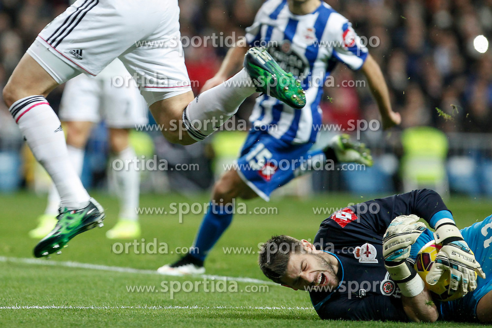 14.02.2015, Estadio Santiago Bernabeu, Madrid, ESP, Primera Division, Real Madrid vs Deportivo La Coruna, 23. Runde, im Bild Deportivo de la Courna&acute;s goalkeeper Fabricio receives a kick in his face from Karim Benzema // during the Spanish Primera Division 23rd round match between Real Madrid vs Deportivo La Coruna at the Estadio Santiago Bernabeu in Madrid, Spain on 2015/02/14. EXPA Pictures &copy; 2015, PhotoCredit: EXPA/ Alterphotos/ Victor Blanco<br /> <br /> *****ATTENTION - OUT of ESP, SUI*****