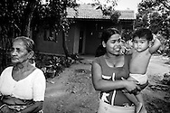 W.G Dayawathi, Renuka Sandamali och Sewmi Kawindya, Sri Lanka..NOT FOR COMMERCIAL USE UNLESS PRIOR AGREED WITH PHOTOGRAPHER. (Contact Christina Sjogren at email address : cs@christinasjogren.com )