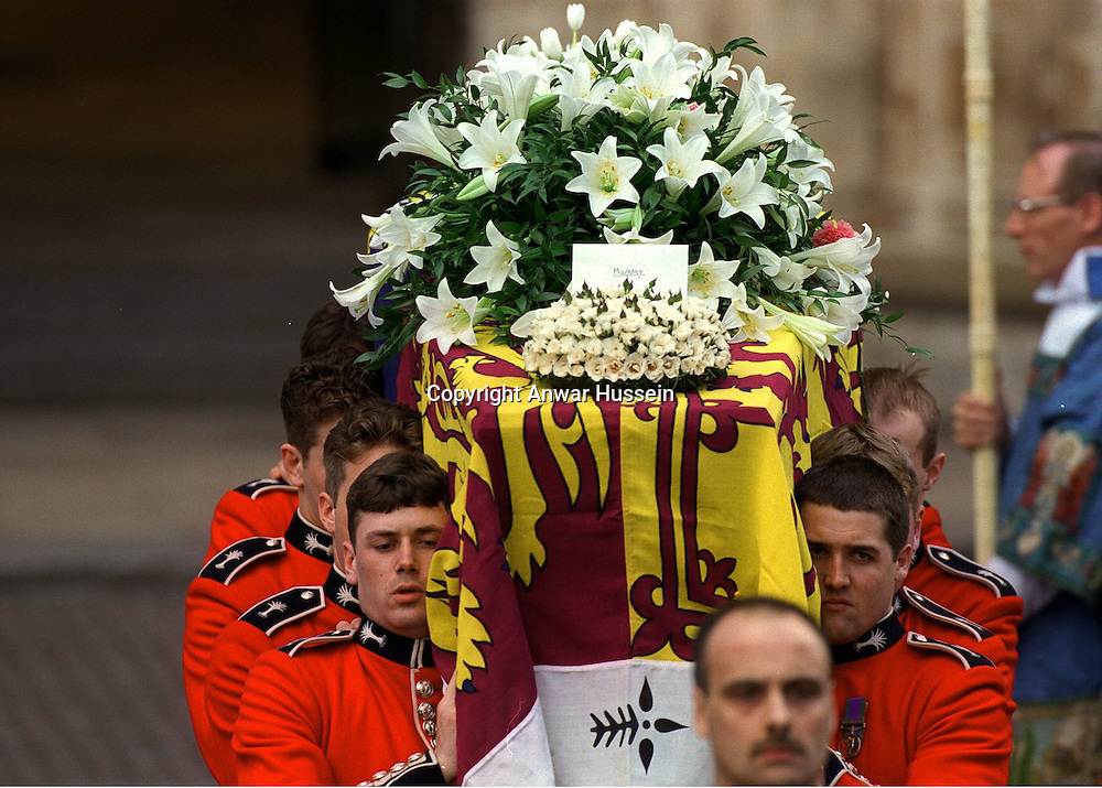 The Princess of Wales' coffin is carried into Westminster Abbey at her funeral on September 6, 1997. Placed on the coffin are Princes William's and Harry's hand-made wreath and farewell card, marked 'Mummy'.<br /><br />Photo.  Anwar Hussein