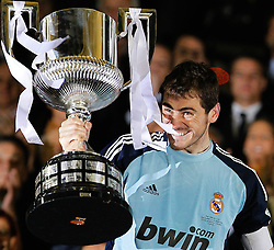 20-04-2011 VOETBAL: COPA DEL REY FC BARCELONA - REAL MADRID: VALENCIA<br /> Real Madrids Iker Casillas with the throphy <br /> **NETHERLANDS ONLY**<br /> ©2011-FRH/EXPA/ Alterphotos/ Acero