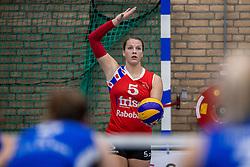 10-12-2016 NED: VC Sneek - Sliedrecht Sport, Sneek<br /> Sneek wint met 3-0 van Sliedrecht Sport / Paula Boonstra #5 of Sneek