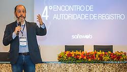 """O Jornalista André Machado, do Grupo Bandeirantes, dá palestra """" Os Desafios da Comunicação empresarial: Como se Fazer Presente na Mídia"""" durante o 4° Encontro de Autoridade de Registro Safeweb, que está ocorrendo no auditório do Platinum Tower, em Porto Alegre/RS. Foto: Marcos Nagelstein/ Agência Preview"""