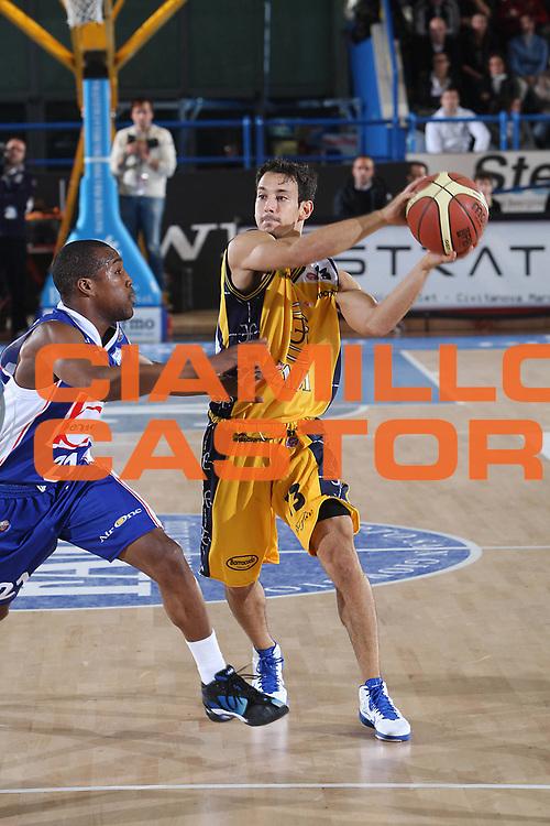 DESCRIZIONE : Porto San Giorgio Lega A 2010-11 Fabi Montegranaro Bennet Cantu <br /> GIOCATORE : Antonio Maestranzi<br /> SQUADRA : Fabi Montegranaro<br /> EVENTO : Campionato Lega A 2010-2011<br /> GARA : Fabi Montegranaro Bennet Cantu<br /> DATA : 11/12/2010<br /> CATEGORIA : difesa palleggio<br /> SPORT : Pallacanestro<br /> AUTORE : Agenzia Ciamillo-Castoria/C.De Massis<br /> Galleria : Lega Basket A 2010-2011<br /> Fotonotizia : Porto San Giorgio Lega A 2010-11 Fabi Montegranaro Bennet Cantu <br /> Predefinita :