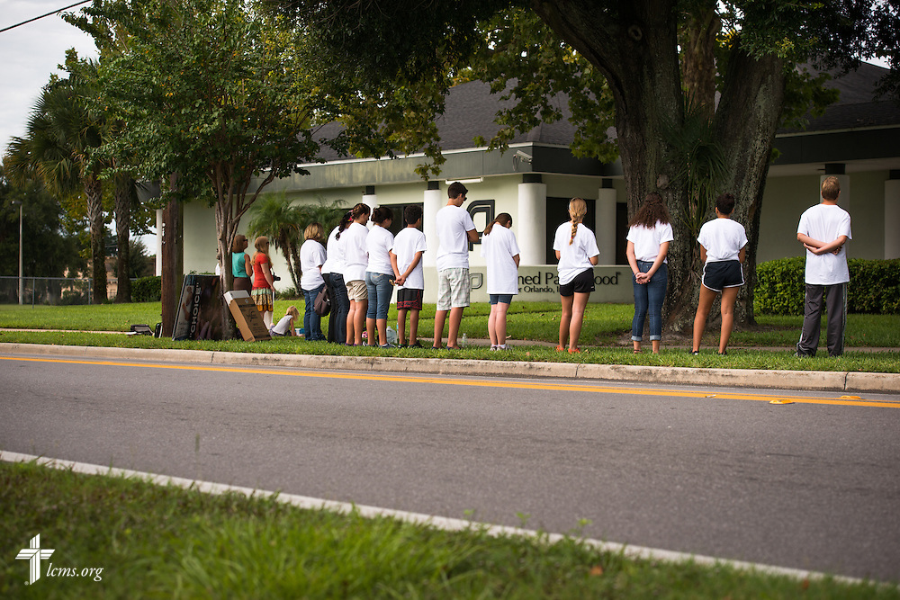 Y4Life high and middle school student volunteers pray outside a Planned Parenthood in Orlando, Fla., during a Y4Life servant event on Saturday, Sept. 12, 2015.  LCMS Communications/Erik M. Lunsford