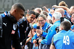 Tom Ince of Huddersfield Town poses for pictures with fans on arrival at the John Smith's Stadium - Mandatory by-line: Matt McNulty/JMP - 26/08/2017 - FOOTBALL - The John Smith's Stadium - Huddersfield, England - Huddersfield Town v Southampton - Premier League