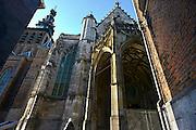 Nederland, Nijmegen, 13-5-2014In de St Stevenskerk werd het startsein gegeven voor de langverwachte restauratie van met name het exterieur. Architect Gijsbert van Hoogevest, voorzitter van het stichtingsbestuur Trude Ross, wethouder Hanny Kunst en aannemer Dre van Dinther wisselde een oude en nieuwe tufsteen uit. Enkele delen aan de buitenkant moeten al gezekerd worden om te voorkomen dat er brokken steen naar beneden vallen.Foto: Flip Franssen