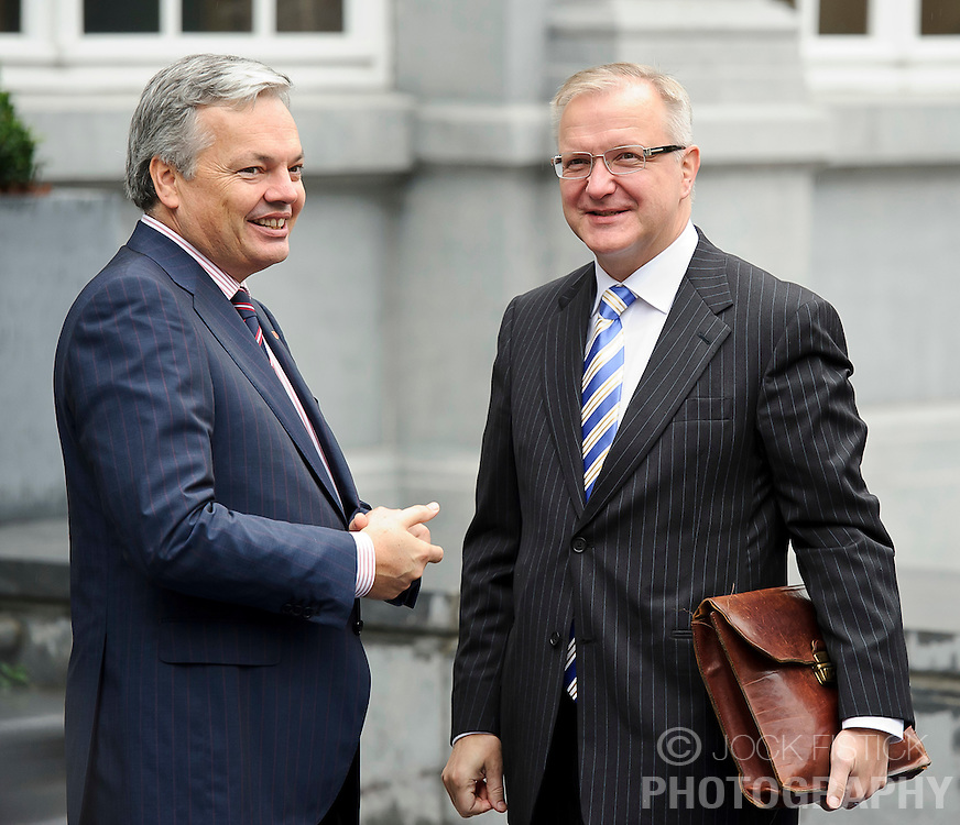 Didier Reynders, Belgium's finance minister, left, speaks with Olli Rehn, The EU's economic and monetary affairs commissioner, as they arrive for the Eurogroup finance ministers meeting in Brussels, Thursday, Sept. 30, 2010. (Photo © Jock Fistick)