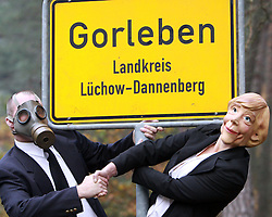 03.11.2010, Proteste Castortransporte, Gorleben, GER, Eine Angela Merkel Parodie im gespielten Dialog mit der Atomlobby, EXPA Pictures © 2010, PhotoCredit: EXPA/ nph/  Kohring+++++ ATTENTION - OUT OF GER +++++