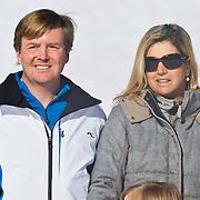 AUD/Lech/20110219 - Fotosessie Nederlandse Koninklijke Familie 2011 op wintersport in Lech, Willem Alexander en partner Maxima