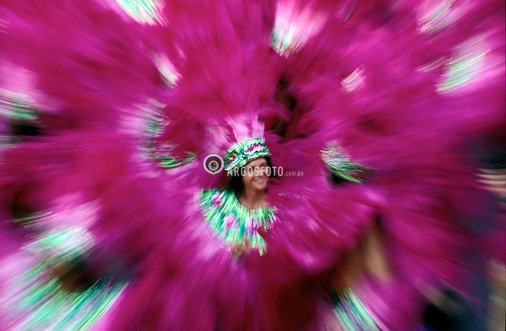 Rio de a Janeiro; RJ; Brasil; Carnaval 1998; .Estacao Primeira de Mangueira;  no sambodromo do Rio./Estacao Primeira de Mangueira; at Rios sambodromo..Foto Marcos Issa/Argosfoto.www.argosfoto.com.br.agencia@argosfoto.com.br