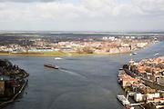 Nederland, Zuid-Holland, Dordrecht, 04-03-2008; Oude Maas met Zwijndrecht op linker over, Dord* op de rechter oever; de Oude Maas splitst zich, links de Noord, naar rechts de Beneden Merwede; aan de andere zijde van de rivier de bebouwing van Papendrecht; stedelijkijheid, verstedelijking, kerktoren . .luchtfoto (toeslag); aerial photo (additional fee required); .foto Siebe Swart / photo Siebe Swart.