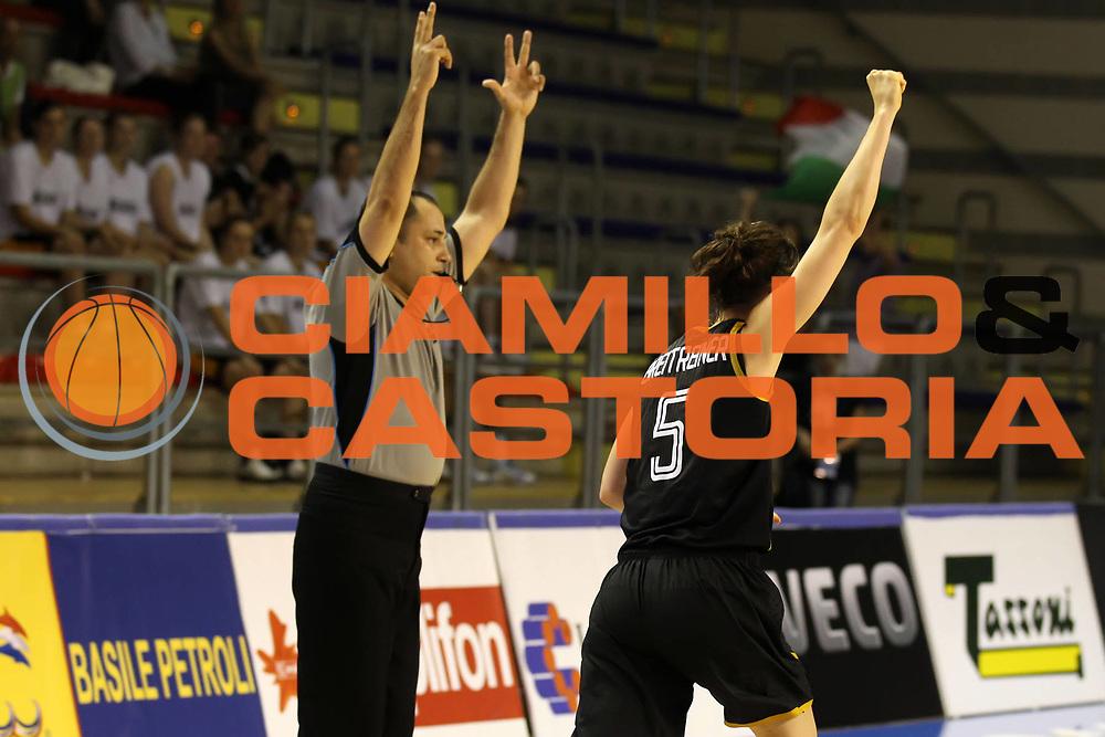 DESCRIZIONE : Taranto Torneo di qualificazione Campionati Europei donne Polonia 2011 Serbia Germania Serbia Germany<br /> GIOCATORE : Anne Breitreiner<br /> SQUADRA : Germania Germany<br /> EVENTO : Torneo di qualificazione Campionato Europeo Donne Polonia 2011 Eurobasket Women Additional Qualifying Tournament<br /> GARA : Serbia Germania Serbia Germany<br /> DATA : 07/06/2011<br /> CATEGORIA : esultanza<br /> SPORT : Pallacanestro<br /> AUTORE : Agenzia Ciamillo-Castoria/ElioCastoria<br /> Galleria : FIP Nazionali 2011<br /> Fotonotizia :  Taranto Torneo di qualificazione Campionati Europei donne Polonia 2011 Serbia Germania Serbia Germany<br /> Predefinita :